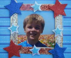 Patriotic Picture Frame - Go USA! Show kids how to be patriotic with this spirited picture frame craft perfect for Memorial Day, Fourth of July and Veterans Day! Vbs Crafts, Daycare Crafts, Camping Crafts, Cute Crafts, Toddler Crafts, Preschool Crafts, Student Crafts, Toddler Play, Blue Jello