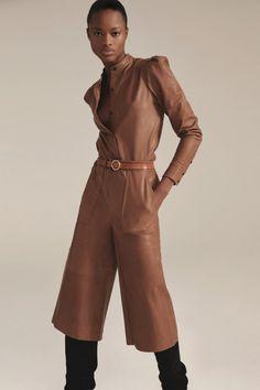 Frame Fall 2020 Ready-to-Wear Fashion Show - Vogue Vogue Paris, Girls Winter Coats, Denim Branding, Ripped Denim, Models, Fashion Show Collection, Fall Trends, Slow Fashion, Women's Fashion