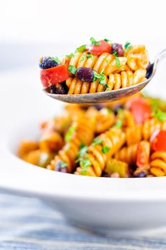 This Black bean pasta recipe is simple, flavorful and cooks up in just minutes. This tasty recipe offers a healthy option that your family will beg for over and over again. And since it cooks in less than 10 minutes in one pot, you can eat this any night of the week! Plus it's versatile and offers you a way to make an Italian style bean pasta or a Southwestern version so you'll never get tired of making it. Delicious Dinner Recipes, Easy Healthy Recipes, Tasty Recipe, Sweet Recipes, Vegetarian Recipes, Yummy Food, Black Bean Pasta, Plant Based Meal Planning, Cheap Meals