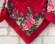 Scarves, rugs, handmade and vintage Ukrainian goods by MyUkrainianFriend Floral Scarf, Vintage Textiles, Neck Scarves, Boho Outfits, Vintage Accessories, Redheads, Boho Chic, Floral Tops, Pure Products