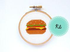 Hamburger mini Cross Stitch Kit - drôle point de croix - cadeau pour le meilleur ami - DIY Hoop Art - moderne Cross Stitch - Kit de broderie - Burger