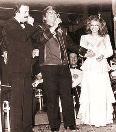 Gülden Karaböcek ve Selami Şahin'i Çakıl Gazinosu'nda izlemeye giden Zeki Müren, Karaböcek'in davetiüzerine sahneye çıkarak birlikte şarkılar söyledi. (1984)