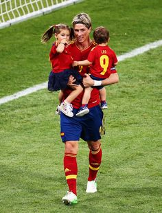 a happy family fireside. I like him. | Euro 2012 final: Spain v Italy - Torres celebrating victory - fernando-torres Photo