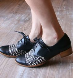 ISIAS B :: SHOES :: CHIE MIHARA SHOP ONLINE