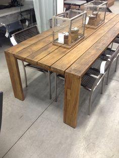 Table de bois extérieure