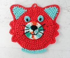 Super easy and fast crochet cat potholder pattern to use or to display. Tons of pictures. A great project for a fun kitchen! Crochet Potholder Patterns, Crochet Cat Pattern, Crochet Dishcloths, Free Pattern, Loom Patterns, Diy Crochet Cat, Fast Crochet, Crochet Geek, Crochet Hook Sizes