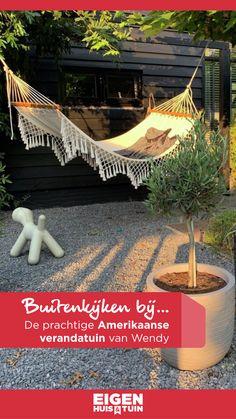Tom ging eerder voor tuininspiratie langs bij Wendy (@wendy_studiozinnig) en haar gezin in Willemsoord. Wendy is interieurarchitect en sinds vijf jaar ook tuinstyliste, dat is ook goed te zien aan haar prachtige verandatuin. In deze fijne tuin kun je zowel in de zomer als in de winter ultiem genieten! @studiozinnig #verandatuin #veranda #grotetuin #tuinarchitect #tuininspiratie #buitenkijken Outdoor Furniture, Outdoor Decor, Pergola, Outdoor Structures, Garden Ideas, Gardening, Home Decor, Baby Knitting, Deco