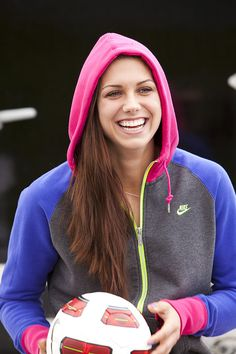 Alex Morgan was a born in July 1989 is an American Soccer Player and Olympic gold medalist.She is an Intelligent Players In soccer, youngest player New Girl, Alex Morgan Soccer, Soccer Stars, Usa Soccer Team, Team Usa, Soccer Players, Team Player, Female Athletes, Sport Girl