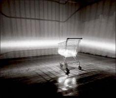 L'artiste Claude Lévêque crée des installations (spatiales, lumineuses, sonores...) où ironie et mélancolie cohabitent. Comme Mickey et Auschwitz.