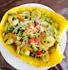 Provechito: Spaguetty Squash con camarones, pimientos, espinaca, Mushrooms, cilantrillo y tomate y queso