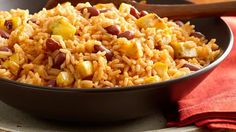 If you are looking to give your Thanksgiving dinner a traditional Latin touch, rice with beans and sweet plantains are your best bet. It's a dish that captures the essence of the Latin kitchen and combines perfectly with the traditional turkey. Best of all, this dish can be prepared in the blink of an eye, leaving you plenty of time to prepare the rest of your menu and be the wonderful hostess you are. Dare to give your Thanksgiving a little more sazón?