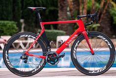 Con la nuova stagione #ciclistica hanno fatto il loro esordio anche le nuove #bici in dotazione ai professionisti, le bici definite top di gamma.  Ecco caratteristiche foto  www.mondociclismo... #ciclismo #mondociclismo #Specialized #Astana #Etixx #Tinkoff #Scott #Iam #Orica #Canyon #Katusha #Movistar #Bmc #Cannondale #Giant #Merida #Trek #Pinarello #Sky