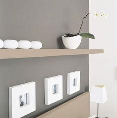 Le gris est une couleur de plus en plus présente en décoration d'intérieur. Par l'entremise de la peinture, la couleur gris s'invite dans la déco du salon, la chambre, la cuisine et il fait merveille dans la salle à manger et la chambre de bébé . Du gris anthracite au gris perle ou galet, le gris se