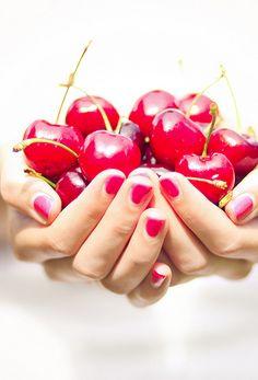 Hand full of Cherries Giving Hands, Yummy Treats, Yummy Food, Cherry Baby, Cherry Red, Vegetables Photography, Cherries Jubilee, Fruit Drinks, Sweet Cherries