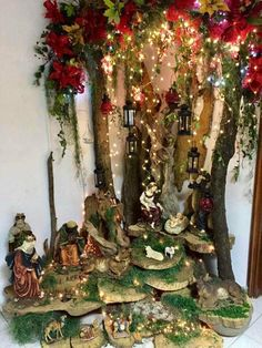 This post contains the best DIY Christmas decorations. Christmas Crib Ideas, Best Christmas Tree Decorations, Cool Christmas Trees, Christmas Store, Christmas Villages, Christmas Nativity, Rustic Christmas, Christmas Art, Christmas Wreaths