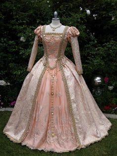 OMG!!!!!!! :O Total Renaissance dress!!!! <3 Holy!!!!!