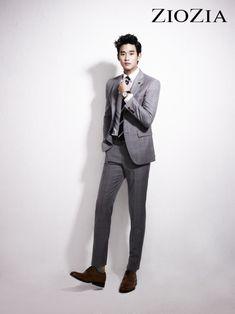 Kim Soo Hyun looks effortlessly handsome and suave in his new ad campaign for ZIOZIA. Suits Korean, Korean Men, Asian Men, Korean Actors, Pop Fashion, Mens Fashion, Fashion Trends, Fashion Guide, Fashion Hats