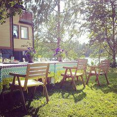 Da soll doch einer sagen der finnische Sommer hat nichts zu bieten. Wenn man etwas neugierig bleibt endet man an den herrlichsten Plätzen... so leckere Korvapuusti eingeschlossen.  #visitpirkanmaa #visittampere #lempäälä #korvapuusti #kahvila #fika