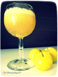 yellow plum smoothie Smoothies, Yellow Plums, Food Inspiration, Deserts, Beverages, Tableware, Glass, Kitchen, Smoothie