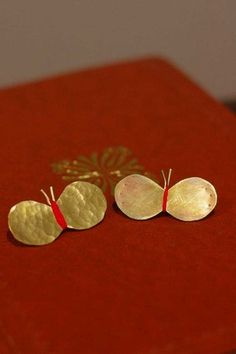 nona/ノーナ ブローチ ちょうちょ 赤 Contemporary Jewellery, Modern Jewelry, Metal Jewelry, Jewelry Art, Jewelery, Silver Jewelry, Jewelry Accessories, Jewelry Design, 3d Printed Jewelry