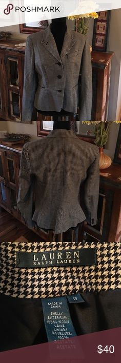 Ralph Lauren Houndstooth Blazer Size 10 100% wool, fully lined blazer by Ralph Lauren. Excellent used condition. It is a size 10 and is a houndstooth style print. Gorgeous! Ralph Lauren Jackets & Coats Blazers