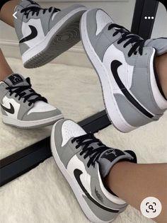 Nike Shoes Photo, Dr Shoes, Cute Nike Shoes, Swag Shoes, Cute Sneakers, Nike Air Shoes, Hype Shoes, Sneakers Nike, Jordan Shoes Girls