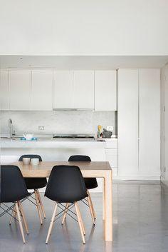 Modern | ombiaiinterijeri dining room/eames/industrial floors