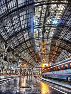 Estación de Francia, Barcelona (foto Xavi) Trains, Barcelona Architecture, Barcelona Catalonia, Train Times, Barcelona Travel, Spain And Portugal, By Train, Best Cities, Spain Travel