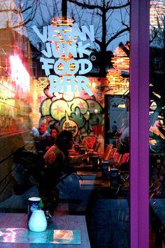 Craving kapsalon, nuggets or even a burger but you don't eat meat? Never fear, Vegan Junk Food Bar is here. BEST VEGAN & VEGETARIAN FOOD IN AMSTERDAM #vegetarian #vegan #amsterdam