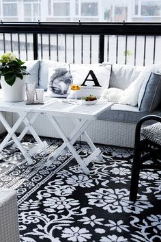 I would like to continue and show you today Scandinavian Terrace Designs. With black and white colors and nature-inspired spaces, they have lots of candles and wood. You will see grey and natural wood below, I know you're used to black and white colors. Check out this amazing style and enjoy!