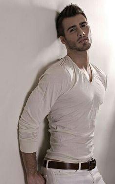 justin-clynes um look lindooo. Justin Clynes, Attractive Men, Good Looking Men, Suits, Male Beauty, Gorgeous Men, Sexy Men, Sexy Guys, Hot Guys