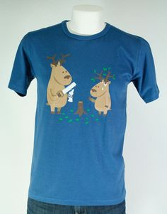 CAMISETA PEQUEÑO RENO. Gran variedad de camisetas exclusivas, de diferentes temáticas y gran calidad. 100% algodón. ¡ Encuentra la tuya !