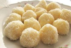 on a gluten-free, dairy-free diet and want to enjoy a delicious easy snack without baking? Snow coconut balls recipe is for you. Check it out Gluten Free Desserts, Delicious Desserts, Sin Gluten, Cake Coco, Baby Food Recipes, Snack Recipes, Romanian Desserts, Coconut Balls, Dairy Free Diet