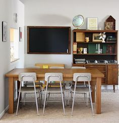 Embrace a vintage school-room look. Embrace a vintage school-room look. Home Learning, Learning Spaces, Homework Area, Homework Table, Home Schooling, My New Room, Kids House, Apartment Therapy, Sweet Home