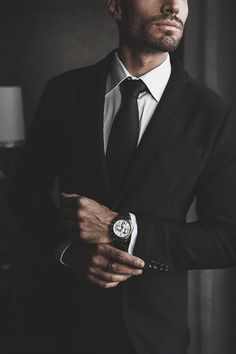 Dica para homens: Relógio Masculino - Reality Worlds Tactical Gear Dark Art Relationship Goals Terno Casual, Ootd Men, Poses For Men, Herren Outfit, Allen Edmonds, Well Dressed Men, Audemars Piguet, Gentleman Style, Mafia