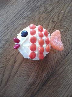 Fish Cupcake no links to add, but fairly easy to copy just by looking at the picture. Kids got a big kick out of it.