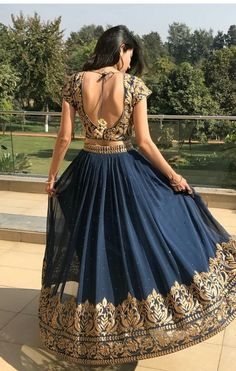 The latest collection of Lehenga choli designs online on happyshappy! Also available in simple, wedding, bridal, rajasthani styles images, find hairstyle on lehengas cholis ideas and save your favourite once. Indian Wedding Outfits, Bridal Outfits, Indian Outfits, Indian Style Clothes, Indian Lehenga, Lehenga Saree, Anarkali, Sarees, Blue Lehenga