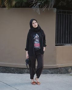 Style Inspiration For Teens Shirts 53 Ideas Hijab Casual, Ootd Hijab, Hijab Chic, Hijab Mode Inspiration, Style Inspiration, Black Hijab, Moslem Fashion, Street Hijab Fashion, Hijab Fashionista