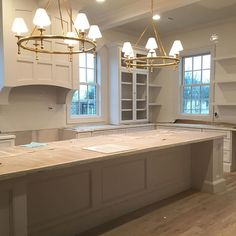Island  @walkerzanger tile to the ceiling!  #itsallinthedetails #interiordesignthewoodlands #kitchendesign @visualcomfortco