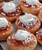 Vdolky - Czech donuts filled with chocolate or jam and topped with cream. No Bake Desserts, Just Desserts, Donut Filling, Czech Recipes, Country Cooking, Donut Recipes, Doughnut, Donuts, Yummy Food