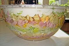 Fruchtig – pikanter Schichtsalat Fruity – spicy layered salad, a tasty recipe from the eggs & cheese category. Easter Lunch, Easter Dinner, Party Finger Foods, Snacks Für Party, Seven Layer Salad, Low Carb Sauces, Party Buffet, Homemade Soup, Cucina