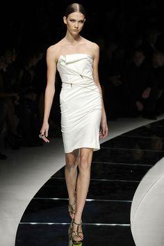 #KarlieKloss on the #runway for #Versace #SS2009 #MFW
