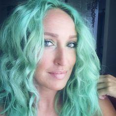 @jonny_mossbanks' tousled #SirensSong hair looks like the waves of the ocean!