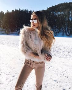 "37.6 k mentions J'aime, 431 commentaires - ⠀⠀⠀⠀⠀ ⠀ ⠀Caroline Einhoff (@caro_e_) sur Instagram : ""Happy snow kid❄️ one of my favorite sunglasses @sunglassavenue"""
