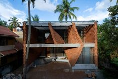 A series of twisting walls made from local brick form partitions that separate the living spaces within this house in the Indian city of Trivandrum. Slanted Walls, Curved Walls, India Architecture, Architecture Office, Hidden House, Compound Wall, Brick Masonry, Construction Firm, Exposed Concrete