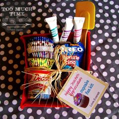 DIY Cupcake Decorating Kit from Too Much Time On My Hands Great for Mother's Day, Teacher Appreciation, Christmas or end of the year gift.