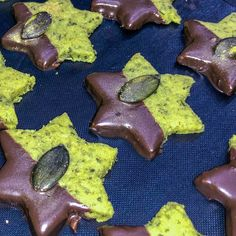 seed stars - A real eye-catcher on every biscuit plate! Baked quickly and easily! Here is my recipe! -Pumpkin seed stars - A real eye-catcher on every biscuit plate! Baked quickly and easily! Here is my recipe! My Recipes, Sweet Recipes, Baking Recipes, Easy Cupcake Recipes, Dessert Recipes, Cookies Cupcake, Cupcakes, Oatmeal Cake, Dessert Bars
