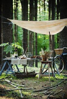 森の中でのキャンプのお供に。 キャンプ場などでは周りの方への気配りを忘れずに。