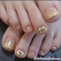 Gold and Clear Toenail Polish Acrylic Gel Nails - Summer Fall Nail Designs - Cute Fingernail Art Ideas Glitter Pedicure, Glitter Toes, Pedicure Nail Art, Gold Glitter, French Pedicure, Gold Sparkle, Pretty Toe Nails, Cute Toe Nails, Gorgeous Nails