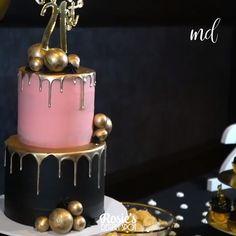 Black and Gold Drip Cake Art - Essen - Kuchen Rezepte Cake Decorating Frosting, Cake Decorating Designs, Birthday Cake Decorating, Cake Decorating Techniques, Cake Decorating Tutorials, Cake Designs, Elegant Birthday Cakes, Pretty Birthday Cakes, Black And Gold Birthday Cake
